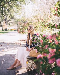 "18.8 tisuća oznaka ""sviđa mi se"", 198 komentara – Julia Engel (Gal Meets Glam) (@juliahengel) na Instagramu: ""A spring-like day in Savannah up on galmeetsglam.com today  #Savannah #Georgia #blooms…"""