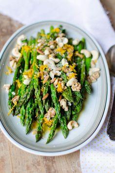 Rezept Spargel: lauwarmer Spargelsalat mit Nüssen und Orange - Recipe Asparagus Salad