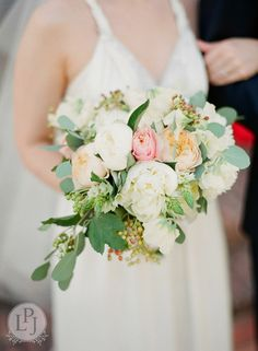 #italywedding #italyweddings #tuscanywedding #tuscany #bouquet #floraldesign #wedding #oncewedvendor #destinationwedding #italy www.le-petit-jardin.it