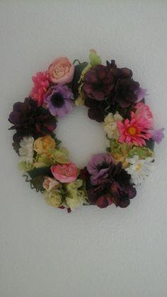 de letter O of krans van kunstbloemen