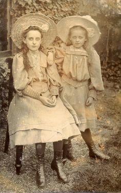 Vintage Photographs, Vintage Photos, 1918 Fashion, Vintage Children Photos, Oc Drawings, Edwardian Era, Victorian, Photo Retouching, Vintage Cards