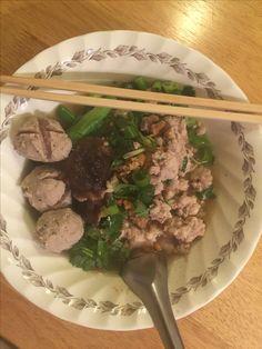 Pork noodles soup with homemade pork meatballs. ก๋วยเตี๋ยวหมูลูกชิ้นทำเอง....แซ่บเว่อร์!!!