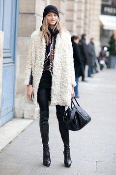 Mx/Moda/Moda-En-La-Calle rocker style, unique fashion, colorful f Unique Fashion, Colorful Fashion, Look Fashion, Fashion 2014, Fashion Pics, Jeans Fashion, Street Mode, Street Chic, Fashion Week Paris