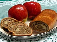 Breakfast or dessert. Potica is a sweetbread with rich filling made with walnuts or poppyseeds. It's a traditional Slovak dessert, and is very popular on the Iron Range. (Photo courtesy of Andrej's European Pastry) Köstliche Desserts, Delicious Desserts, Dessert Recipes, Slovak Recipes, Italian Recipes, Povitica Recipe, Slovenian Food, European Cuisine, Cooking Recipes