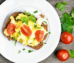 Ovos mechidos com torrada integral