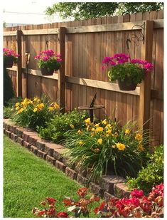 Fence Landscaping, Small Backyard Landscaping, Backyard Garden Design, Small Garden Design, California Front Yard Landscaping Ideas, Nice Backyard, Backyard Pools, Small Backyard Gardens, Small Gardens