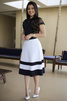 Saia Midi Agatha Aquila Tauhney Store Moda Evangelica is part of Skirt fashion - Casual Work Outfit Summer, Classy Summer Outfits, Best Casual Outfits, Modest Outfits, Skirt Outfits, Modest Fashion, Dress Skirt, Casual Dresses, Fashion Dresses