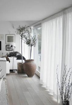 einamalige dekoideen fürs wohnzimmer - weiße gardinen | Wohnzimmer ...