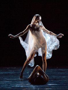 """""""Aurélie Dupont, j'aime beaucoup cette photo, avec ce voile ultra léger dans le ballet Siddharta d'Angelin Preljocaj, chorégraphe qui a beaucoup compté pour la compagnie. Aurélie Dupont est une très très belle artiste, une des premières que j'ai nommé étoile. Elle me surprend toujours""""."""