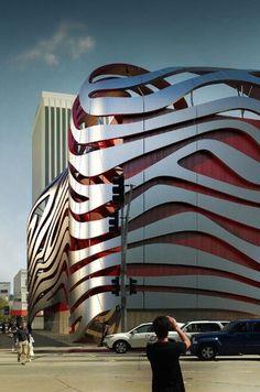 World of Architecture: Amazing New Petersen Automotive Museum in Los Angeles LosAngeles arquitectura Unusual Buildings, Famous Buildings, Interesting Buildings, Amazing Buildings, A As Architecture, Futuristic Architecture, Beautiful Architecture, Contemporary Architecture, Architecture Portfolio