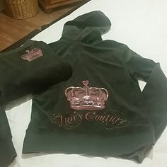 Juicy Contour sweatsuit Juicy Couture sweat suit 78% cotton 22% polyester Juicy Couture Sweaters