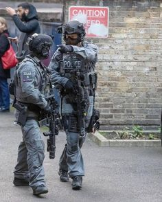 Ghost Recon 2, Uk Arms, Swat Police, Special Air Service, Tactical Armor, Orange Accessories, Military Special Forces, Tac Gear, Military Pictures
