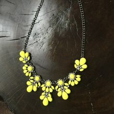 YAZILIND Women Necklace Acrylic Rhinestone Chunky Bib Floating Bubble Flower Boho Vintage Collar Statement