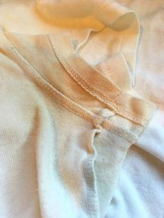 Dealing with yellow armpit stains? Check out this easy to remove armpit stains. Never deal with yellow armpit stains again with this simple tip! Deep Cleaning Tips, House Cleaning Tips, Spring Cleaning, Cleaning Hacks, Cleaning Recipes, Remove Armpit Stains, Arm Pit Stains, Remove Deodorant Stains, Sweat Stains