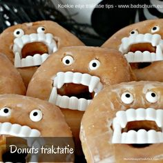 halloween traktatie - donut en vampiertanden