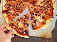 Suosittu nyhtöpossu maistuu myös pizzan päällä. Nyhtöpossun tekeminen vie hieman aikaa, mutta on helppoa – ja palkitsee vaivan.