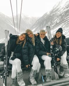21 Super Cute Ski Outfits For Women - Cute Sexy Winter Ski Outfits – Hello Bombshell! Ski Outfits For Women, Winter Outfits, Clothes For Women, Trendy Outfits, Moda Ski, Foto Best Friend, Photo Ski, Ski Bunnies, Usa Tumblr