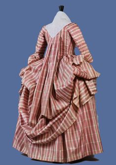 PLAID SILK ROBE a la FRANCAIS, 18th C.