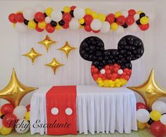 If you like Mickey Mouse and you have a party to give soon, you're in luck we bring you several ideas to make your Mickey Mouse party. Mickey Mouse Birthday Decorations, Theme Mickey, Mickey Mouse Balloons, Fiesta Mickey Mouse, Mickey Mouse Baby Shower, Mickey Mouse Clubhouse Birthday Party, Minnie Birthday, Mickey Mouse Parties, Mickey Party