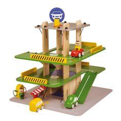 Une valeur sûre pour les petits garçons ! Voici un garage en bois facile à monter qui les occupera des heures durant ! Contient : trois véhicules, deux personnages, une pompe à essence et un ascenceur. Base : 39 x 39 cm. Hauteur : 45 cm. 69,90 € http://www.lafolleadresse.com/jouets/4039-garage-et-voitures-en-bois-car-park-bass-et-bass.html