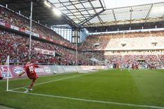 Eckball Lukas Podolski   1. FC Köln