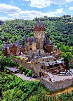 Beautiful Castles, Beautiful Buildings, Beautiful Landscapes, Beautiful Places, Beautiful Homes, Palaces, Places Around The World, Around The Worlds, Le Palace