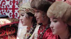 Kazakhs казахская национальная одежда.