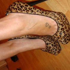 perfect for a small foot tattoo <3 I am thinking it would be cute in red with black outline