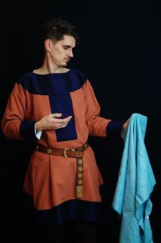 IX c. Wool with linen plus a silk trim, made of a hand-woven material and sew on by a rip out thread. Inspired by the Stuttgart Psalter.