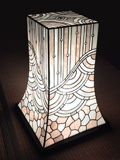 atelier SUETOMO|ランプ04|末友 章子のステンドグラス Stained Glass Lamp Shades, Stained Glass Light, Stained Glass Windows, Stained Glass Projects, Stained Glass Patterns, Leaded Glass, Mosaic Glass, Light Art, Lamp Light