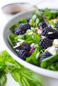 Blackberry Basil Salad A refreshing Blackberry, Spinach and Basil Salad with crumbled goat cheese, and toasted almonds with a simple balsamic vinaigrette. Salad Bar, Soup And Salad, Vegetarian Recipes, Cooking Recipes, Healthy Recipes, Delicious Recipes, Cooking Tips, Healthy Salads, Healthy Eating
