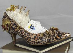Shoe Art... Created a perfect holder for your Business Cards on your desk. Decorated w/ Vintage jewerly to give it a unique look. Holder for your push pins. Comes w/ this card and shoe ...all other accessories in picture are just for display.