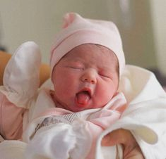 baby arrival information are readily available on our internet site. Read more and you wont be sorry you did. So Cute Baby, Cute Kids, Cute Babies, Baby Kids, Baby Baby, Babies Pics, Cute Baby Pictures, Baby Photos, Carters Baby Girl