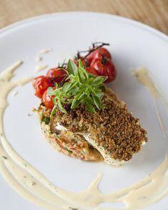 Tarbot met kruidenkorst van parmezaan, Provençaalse aardappelpuree, trostomaten uit de oven, sabayon met oregano