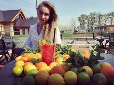 Szicíliai Tarocco narancsos limonádé laza olasz csajoknapsütés és wellness. #avalon #avalonpark #ristorante #limonada
