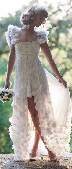 A gorgeous, flowing vintage wedding dress - Wedding Inspirations