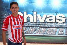 EDSON TORRES REALIZA SU PRIMER VIAJE CON CHIVAS Se dice contento con la oportunidad que le da el técnico Matías Almeyda. El novato rojiblanco es considerado por el equipo para jugar el domingo ante Pumas.