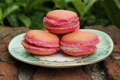 - fleur du poirier -: Raspberry Macarons with Vanilla Ganache + Video. Himbeer Macarons mit Vanille Ganache + Video.