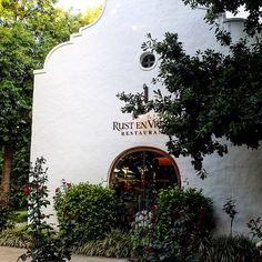 Stellenbosch Travel Tip Rust en Vrede offers incredible multi-course dinners, but after a long day of wine tasting opt for the shorter 4 course & enjoy every bite! Wine Tasting Course, Wine Deals, Wine And Spirits, Wine Gifts, Oysters, Wine Rack, The Incredibles, Travel, Discount Wine