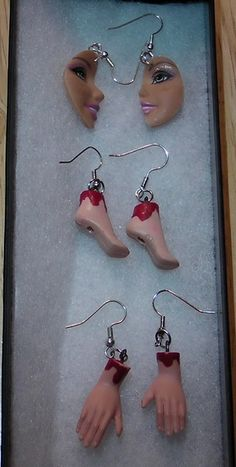 Be My Bloody Valentine! Barbie Feet and Barbie Hands earrings!Dexter Ice Truck killer? Halloween Earrings Diy, Jewelry Crafts, Jewelry Art, Jewelry Rings, Jewelery, Jewelry Accessories, Zombie Barbie, Doll Parts, Halloween Crafts