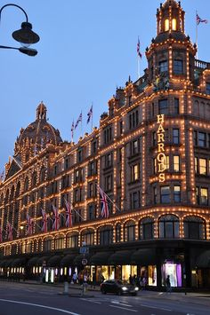 ✯ A lovely image of Harrods at early evening
