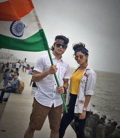 Avneet kaur and Siddharth Nigam Cute Actors, Handsome Actors, Bollywood Actors, Bollywood Celebrities, Cute Girl Poses, Cute Girls, Teen Actresses, Indian Actresses, Designer Party Wear Dresses