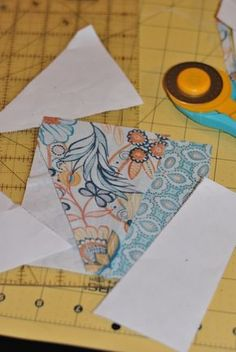 Tear paper from the block - tutorial for paper piecing. Quilting Tips, Quilting Tutorials, Quilting Projects, Quilting Designs, Sewing Projects, Paper Piercing Patterns, Rag Quilt, Quilt Blocks, Scrappy Quilts