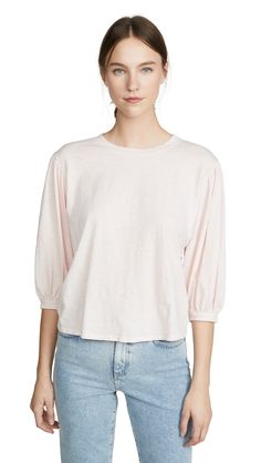 Chic and cozy outfit ideas for working from home Velvet Fashion, World Of Fashion, Lounge Wear, Tees, Shirts, Your Style, Comfy, Sleeves, Cotton