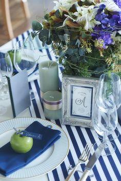 結婚式場写真「テーブルコーディネートもリゾート感をたっぷり出して演出を♪」 【みんなのウェディング】 Wedding Paper, Wedding Table, Event Decor, Table Settings, Marriage, Blue And White, Display, Table Decorations, Interior