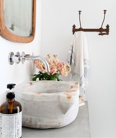 There are some images I see that I just can't get out of my head because they're just that good. This charming bathroom capture from @heatherbullard is one of those images.