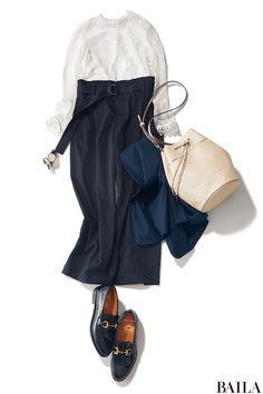 """仕事がある日は、あまりドレッシーな服装はできないもの。手持ちのアイテムを上手に使って、はおりのオンオフで""""きちんと""""と""""女っぽい""""をスイッチングできるコーディネートを目指しましょう。今季オススメなのは、シックなカラーで仕上げるレーストップススタイル。フェミニンなホワイトの透けレー・・・"""