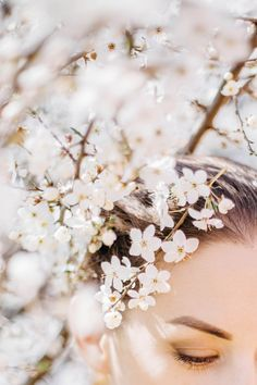blooming cherry | blooming tree | woman photoshoot | spring inspiratoin | details
