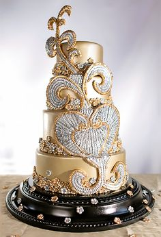 We are beyond excited to announce the latest issue of Cake Central Magazine The Fashion Issue. At Cake Central, we know that an. Unique Cakes, Creative Cakes, Gorgeous Cakes, Pretty Cakes, Amazing Wedding Cakes, Amazing Cakes, Gold Cake, Silver Cake, Cake Central