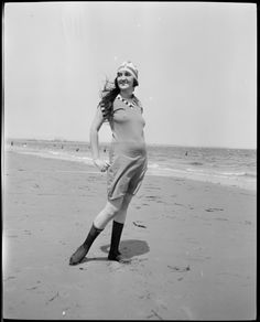 This Is What Women Wore To The Beach In The 1920s